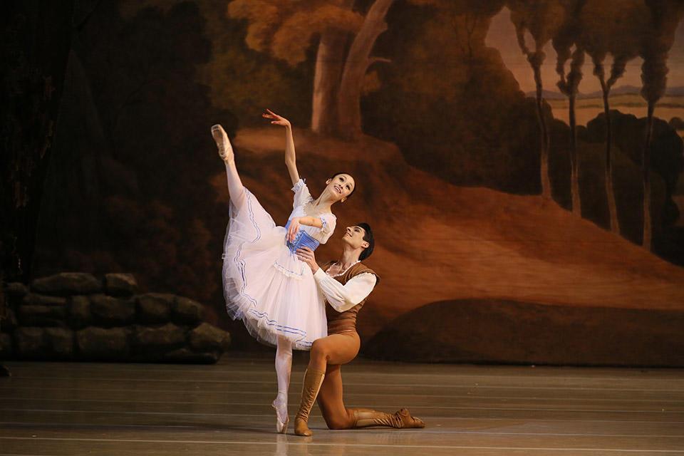 Giselle-by-Natasha-Razina-©-State-Academic-Mariinsky-Theatre-(4).jpg