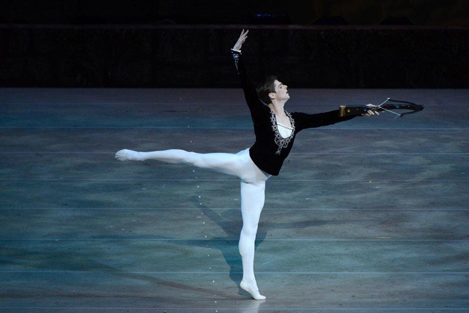 「白鳥の湖」シクリャローフ-(C)Valentin-Baranovsky.jpg