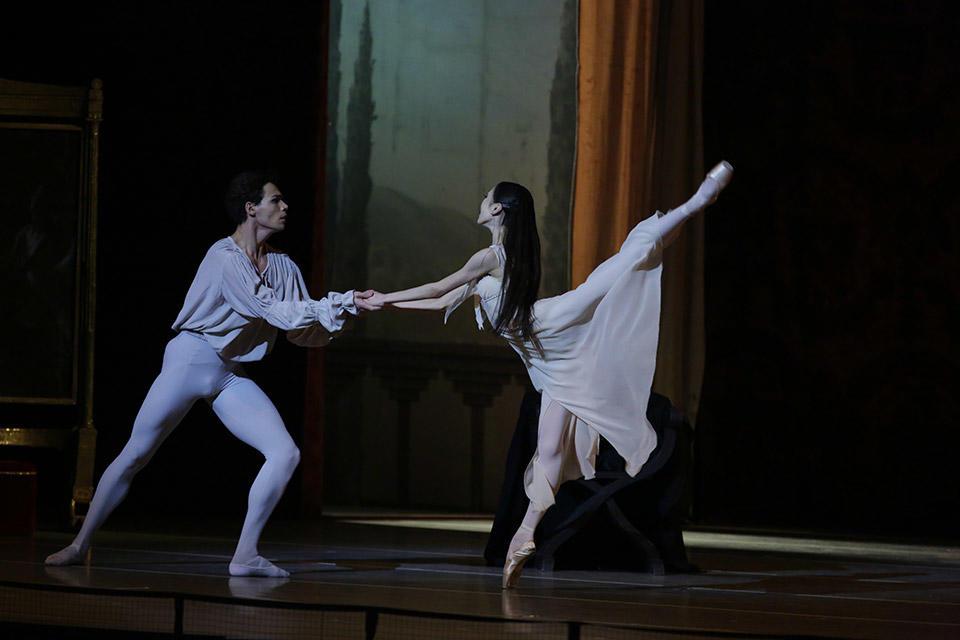 Romeo-and-Juliet-by-Natasha-Razina-©-State-Academic-Mariinsky-Theatre-(4).jpg
