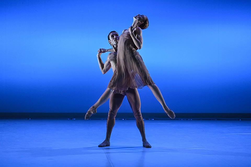 Mozart-à-2-Irma-Hoffren,-Mickaël-Conte-©-Olivier-Houeix-Malandain-Ballet-Biarritz.jpg