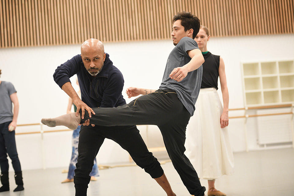 Akram-Khan-and-Jeffrey-Cirio-in-rehearsals-for-Creature-by-Akram-Khan-c-Laurent-Liotardo.jpg