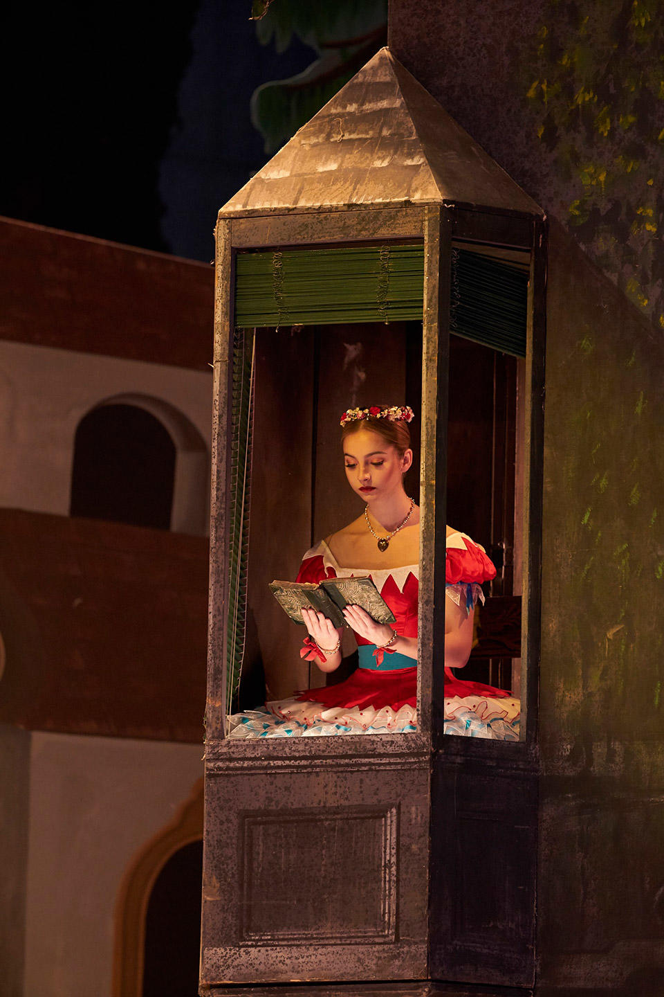 Coppelia.-Ashley-Dean-as-Coppelia.-(c)-ROH,-2019.-Photographed-by-Bill-Cooper.jpg