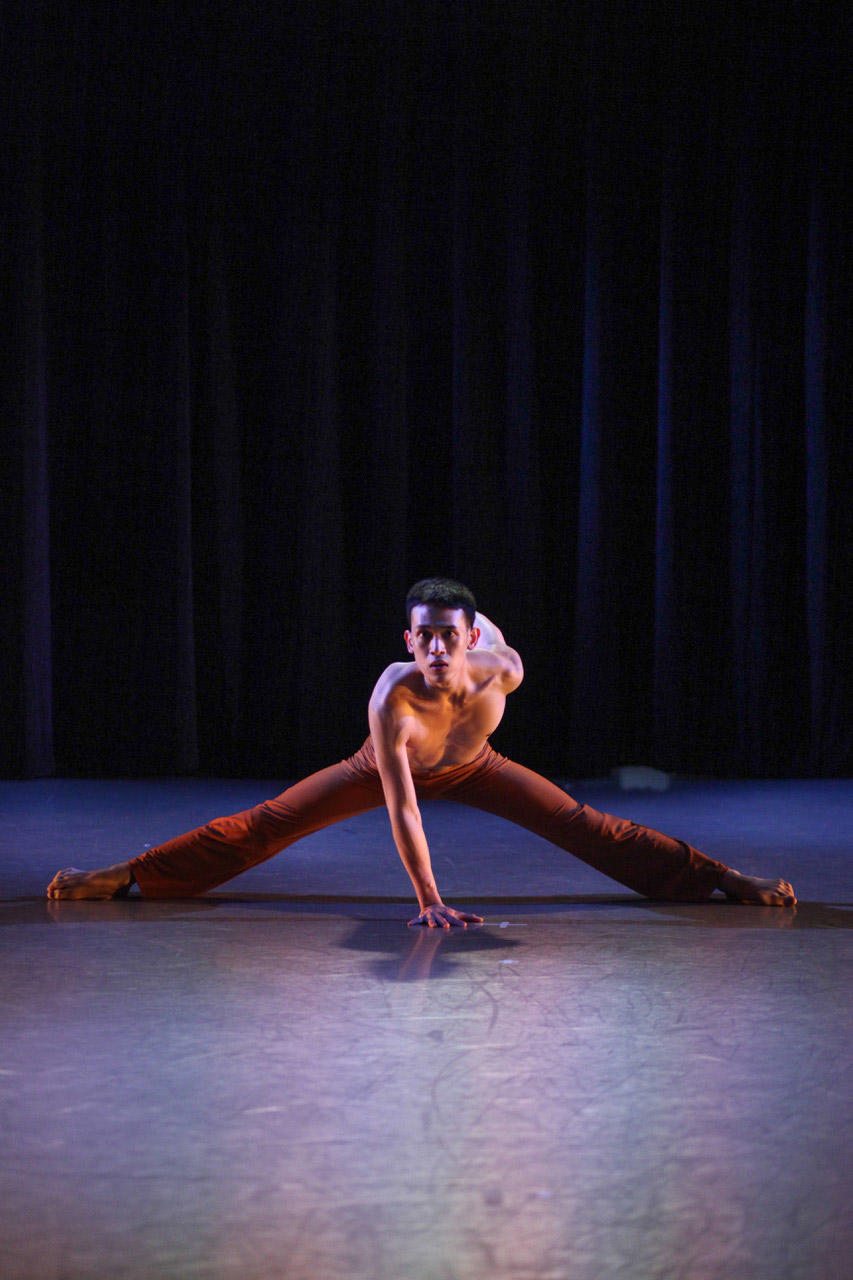 I-Nam-Jiemvitayanukoon-in-Unsung-choreographed-by-Jose-Limon_-Photo-by-Jon-Taylor.jpg