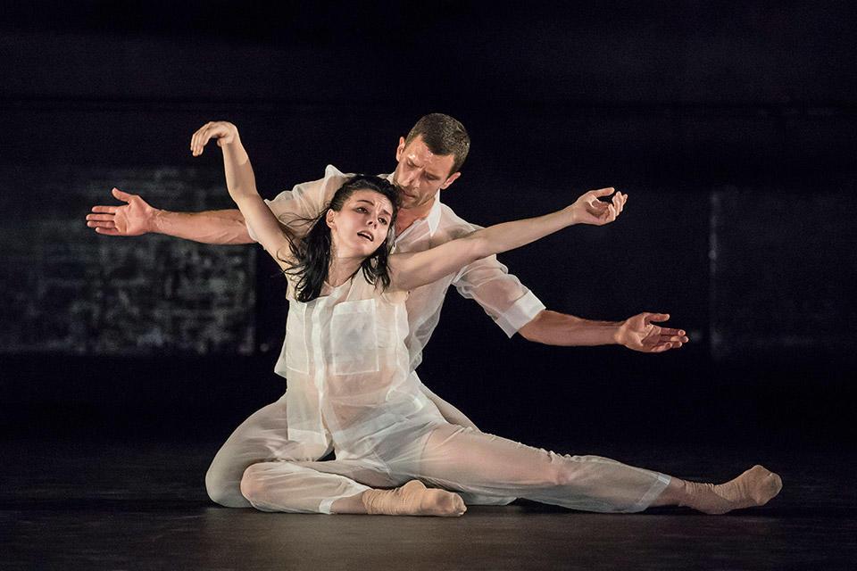 Natalia-Osipova-and-Jonathan-Goddard_Flutter-(2).jpg
