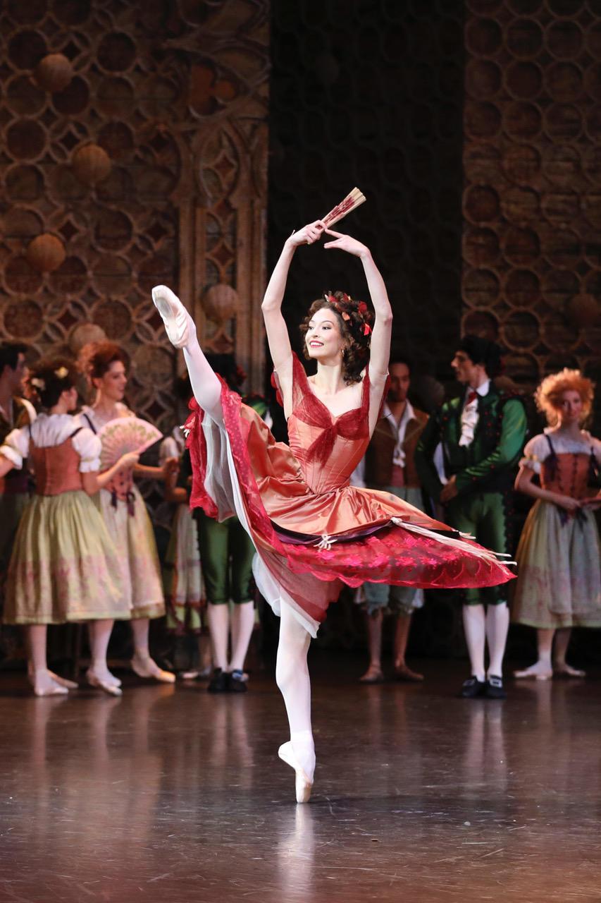 OPB Don Quichotte 7   c Svetlana Loboff     danseuse de rue O Neill.jpeg