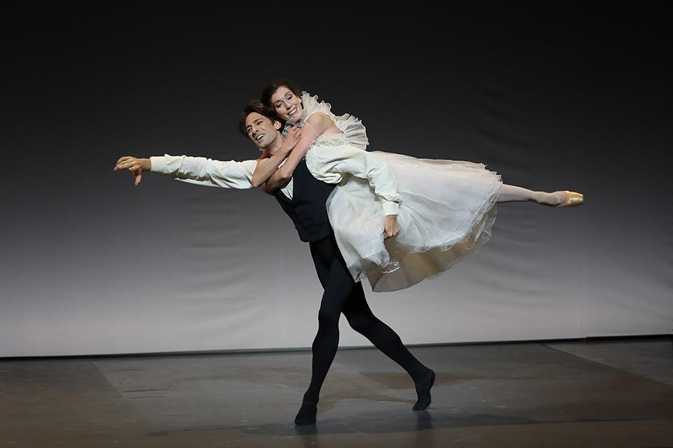 OPB-Etoile-de-l'Opera----c--Svetlana-Loboff--La-Dame-aux-camelias---Hecquet---Ganio.jpg