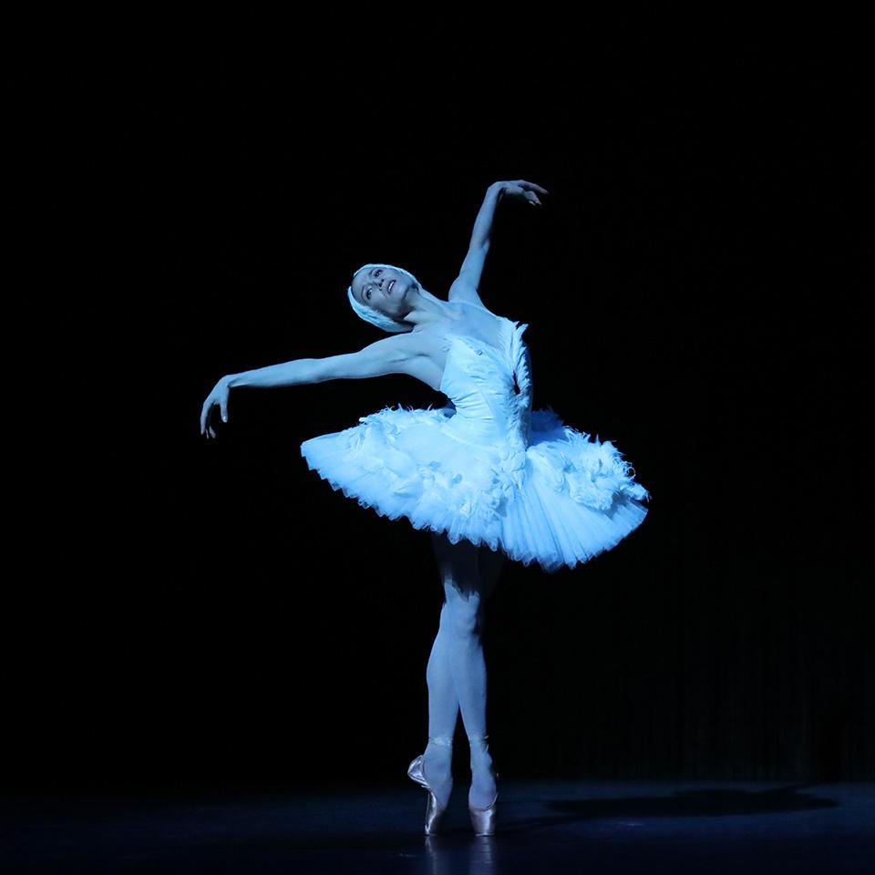 OPB-Etoile-de-l'Opera--Mort-du-cygne--Ludmila-Pagliero---c--Svetlana-Loboff.jpg