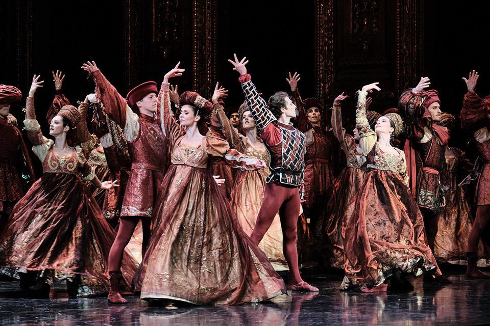 OPB-Romeo-et-Juliette-1--ganio-Sarah-Kora-Dayanova-C-Agathe-Poupeney.jpg