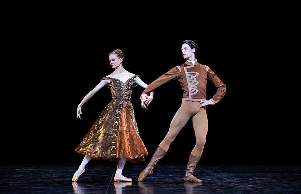 OPB-gala--Leonore-Baulac-Germain-Louvet--In-the-Night-2e-pas-de-deux-Jerome-Robbins.jpg