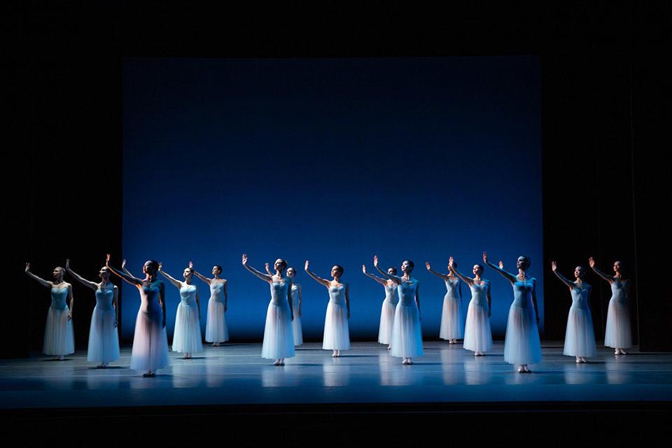 TAB_New-York-Dialects_Serenade_Dancers-of-The-Australian-Ballet_photo-credit_Daniel-Boud.jpg