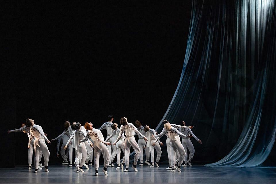 TAB_New-York-Dialects_Watermark_Dancers-of-The-Australian-Ballet_photo-credit_Daniel-Boud.jpg
