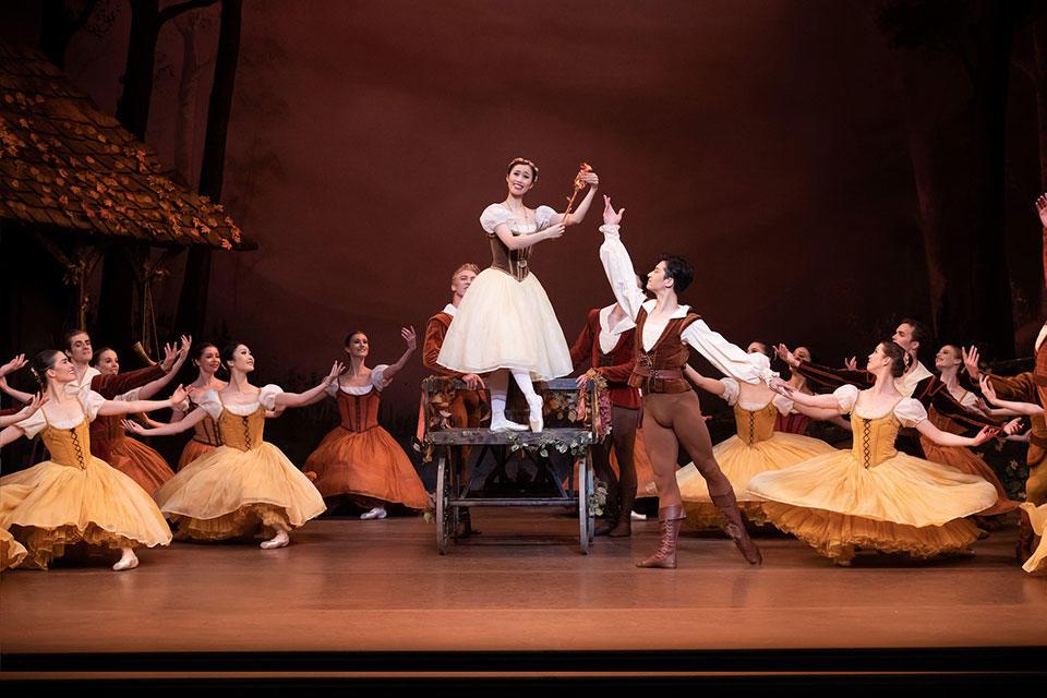 The-Australian-Ballet---Giselle---2019---Ako-Kondo-Chengwu-Guo-with-TAB-artists_credit-Daniel-Boud_high-res.jpg