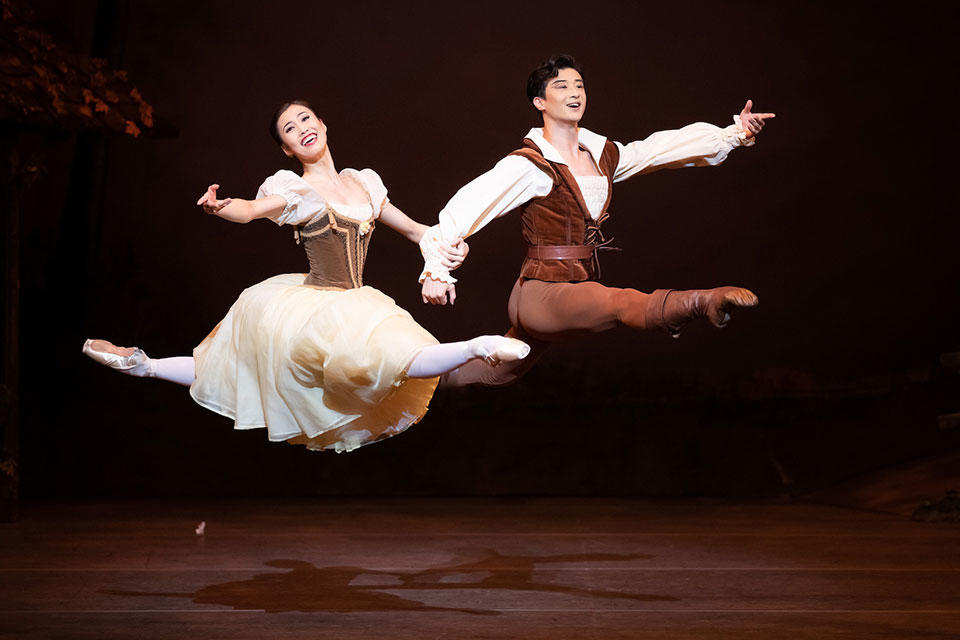 The-Australian-Ballet---Giselle---2019---Ako-Kondo-and-Chengwu-Guo_credit-Daniel-Boud_High-Res.jpg