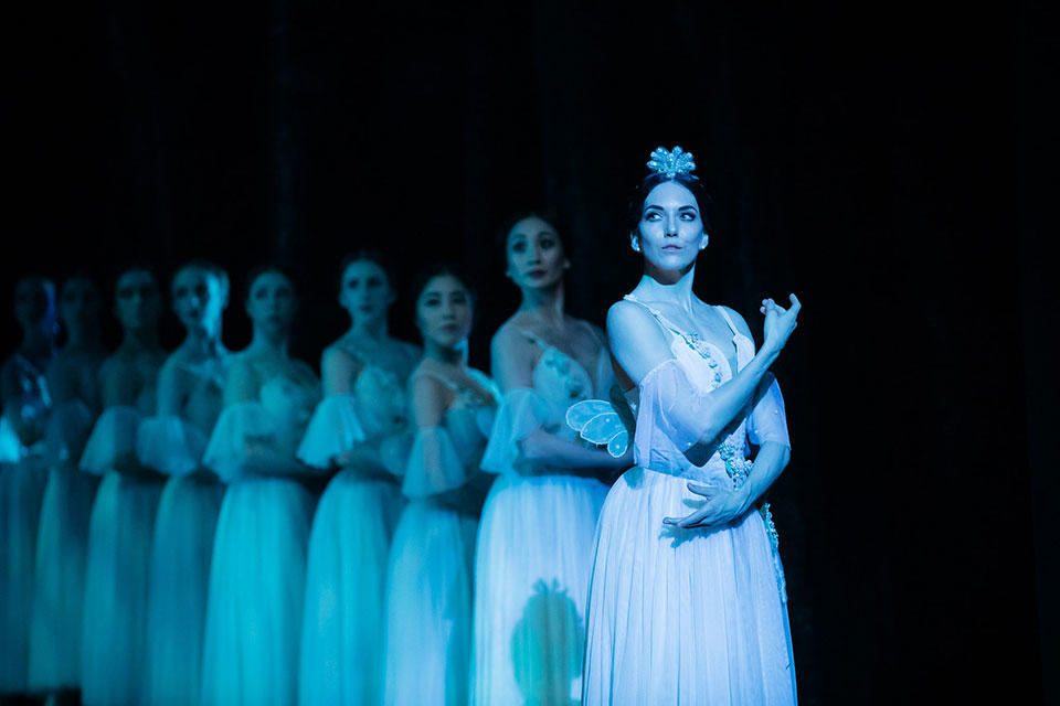 The-Australian-Ballet---Giselle---2019---Nicola-Curry-with-artists-from-The-Australian-Ballet_credit-Daniel-Boud.jpg