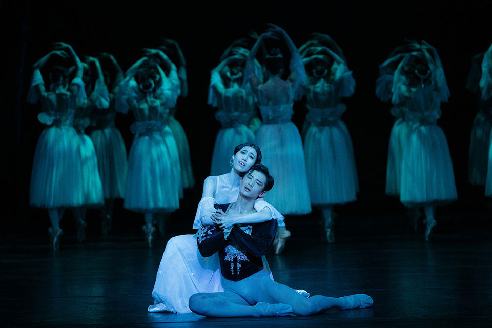 The-Australian-Ballet---Giselle---Act-2---Ako-Kondo-and-Chengwu-Guo-with-Artists-from-The-Australian-Ballet_credit-Daniel-Boud_high-res.jpg
