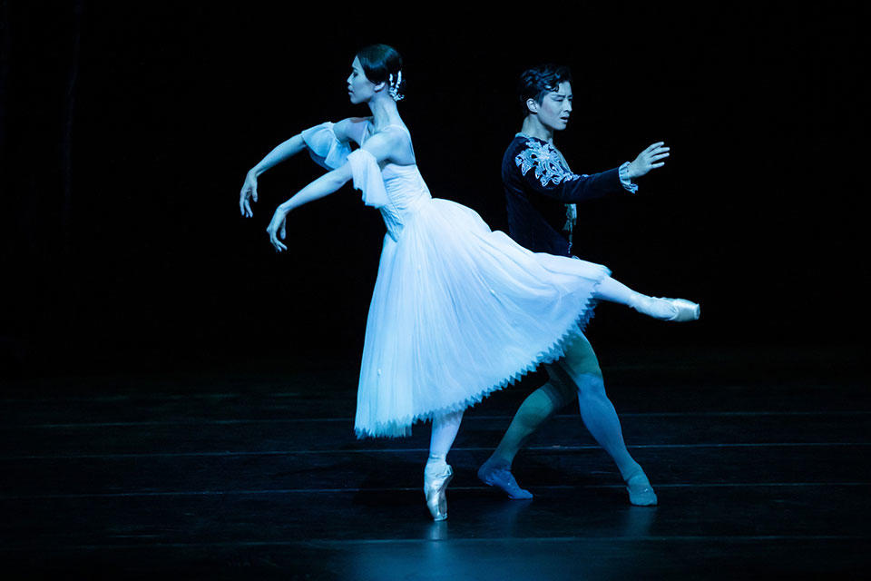 The-Australian-Ballet---Giselle---Act-2---Ako-Kondo-and-Chengwu-Guo_credit-Daniel-Boud_high-res.jpg