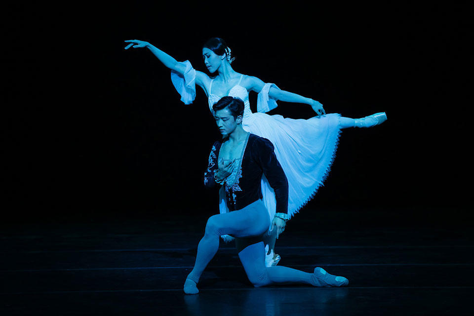 The-Australian-Ballet---Giselle---Act-2---Chengwu-Guo-and-Ako-Kondo_credit-Daniel-Boud_high-res.jpg