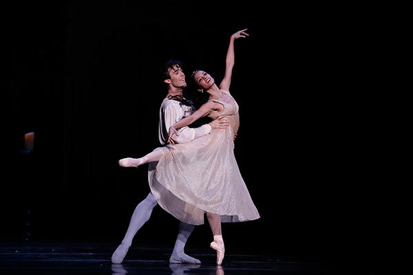 Houston Ballet Connor Walsh & Karina González Photo by Jeff Busby