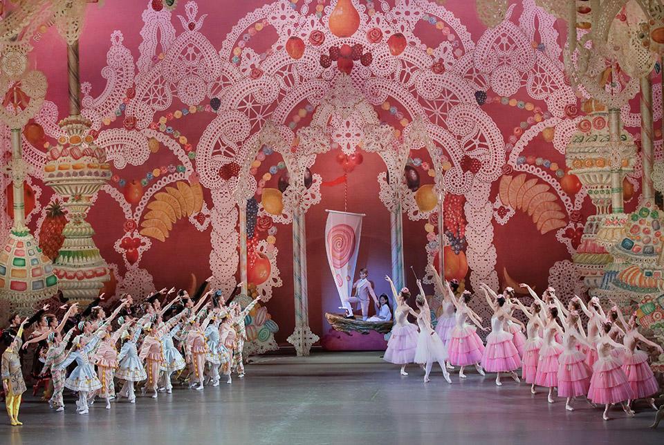 New-York-City-Ballet-in-George-Balan-chine's-The-New...paul-Kolnik-(6).jpg