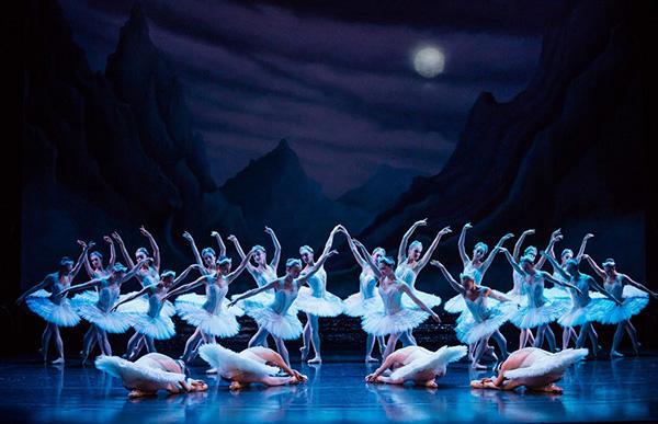 © Australian Ballet / photo Daniel Boud