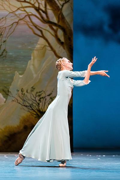 Royal Ballet act 2 Zenaida Yanowsky photo by Darre
