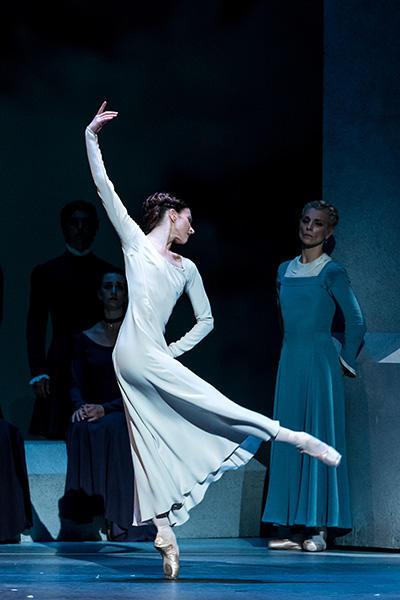 Royal Ballet act 2 Lauren Cuthbertson photo by Darren Thomas.