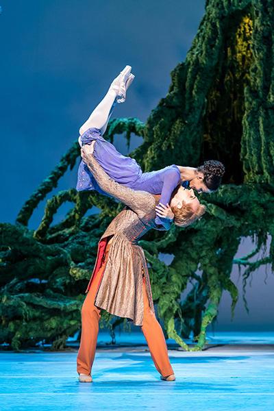 Royal Ballet act 2  Hayward & McRae photo by Darren Thomas