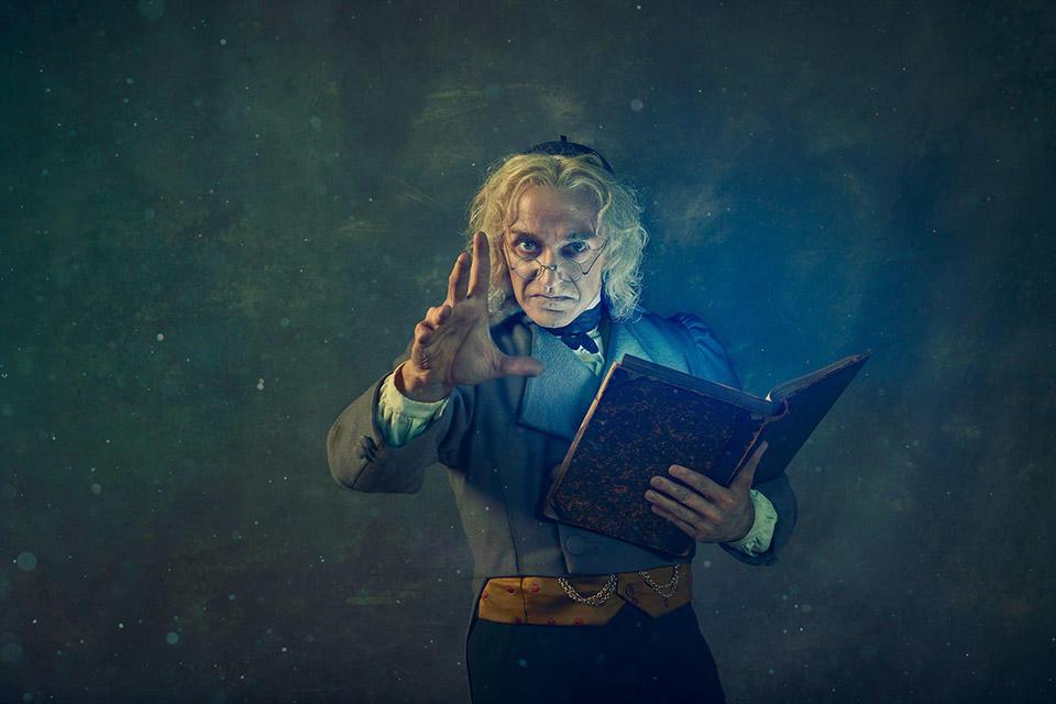 ★サブGary-Avis-as-Dr-Coppélius-in-Coppélia-(c)-2019-ROH.-Photograph-by-Gavin-Smart.jpg