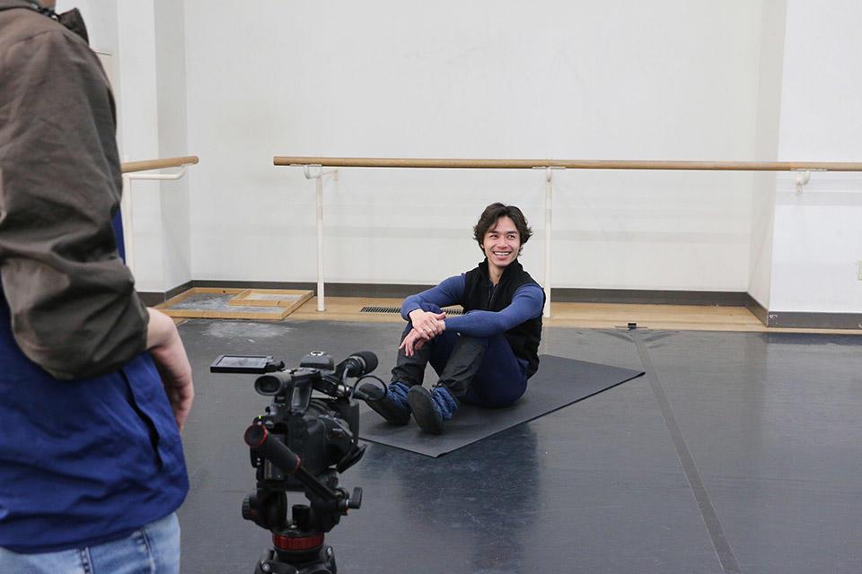 現役ダンサーによるトレーニング講座 収録中の柄本弾 IMG_2836 photo-NBS.jpg
