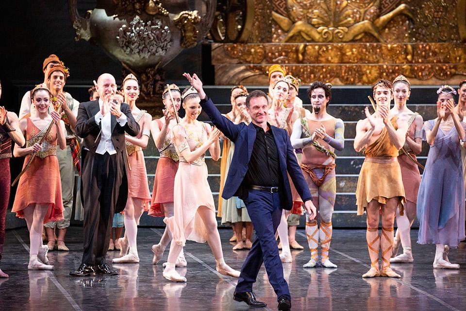 Sylvia---Manuel-Legris-applausi-al-termine-del-debutto-scaligero--ph-Brescia-e-Amisano-クTeatro-alla-Scala.jpg