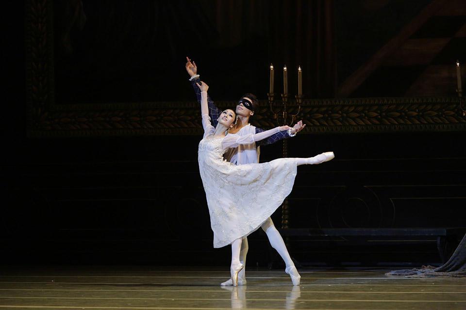 Romeo-and-Juliet-by-Natasha-Razina-©-State-Academic-Mariinsky-Theatre-(2).jpg