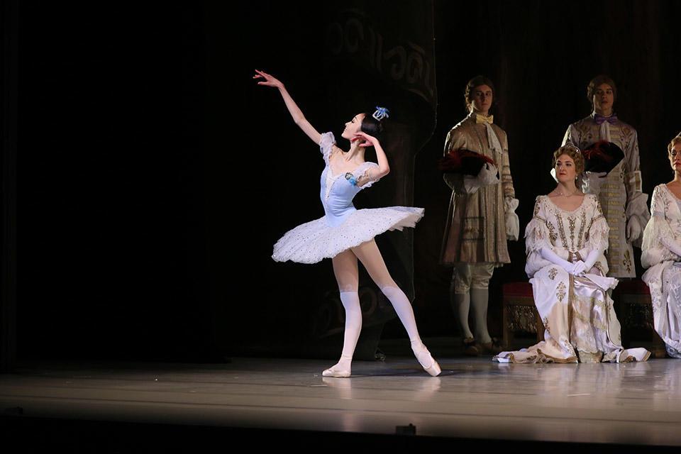May-Nagahisa-in-The-Sleeping-Beauty_by-Natasha-Razina-©-State-Academic-Mariinsky-Theatre--(6).jpg