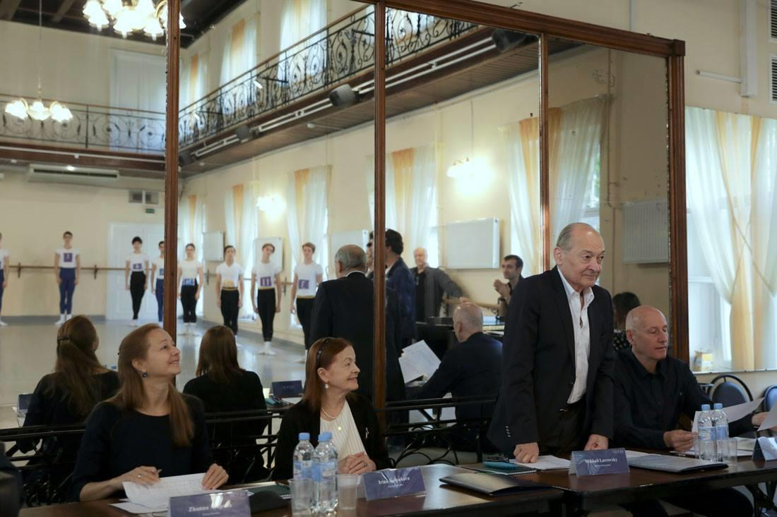 審査員:左よりジャンナ・アユポワ、イリナ・コルパコワ、ミハイル・ラブロフスキー、タデウス・マタチ.jpg