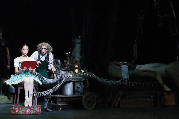 イングリッシュ・ナショナル・バレエ『コッペリア』 photo/Angela Kase