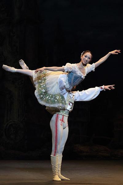 イングリッシュ・ナショナル・バレエ『コッペリア』 高橋、ブッファラ photo/Angela Kase