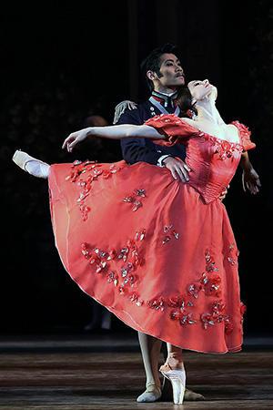 『オネーギン』グレーミン公爵/平野亮一、タチアナ/ヌニェズ photo/Angela Kase