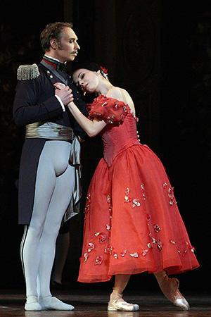 『オネーギン』グレーミン公爵/ガートサイド、タチアナ/オーシポワ photo/Angela Kase