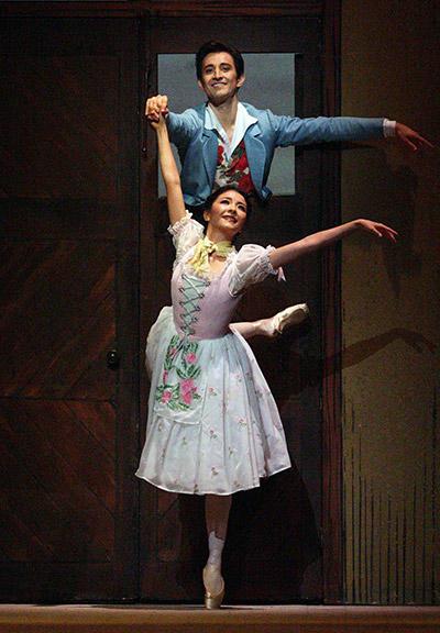 英国ロイヤル・バレエ団『リーズの結婚』 Photo (C) Angela Kase