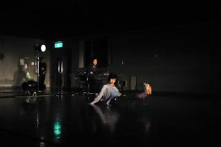 RAY&小野浩輝「au dela du bruit」 撮影/加藤光
