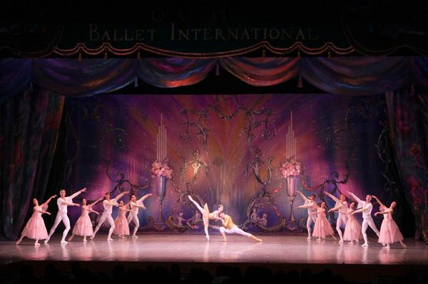 越智インターナショナルバレエ 『くるみ割り人形』 撮影:野田直樹(テス大阪)