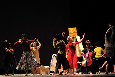 クリエイティブダンス フェスティバル2010「灼熱オドリタイム」 アオキ裕キ 振付『花の時間』