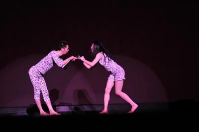 クリエイティブダンス フェスティバル2010「灼熱オドリタイム」 遠田誠『独楽犬イルツキー』