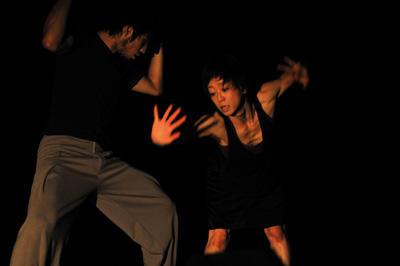 クリエイティブダンス フェスティバル2010「灼熱オドリタイム」 山田うん、川合ロン『カサかサカ』