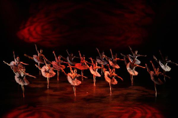 Ballet Spitz 「バレエアーベント」 「ファンタジー」」 (C)エー・アイ 撮影:塩谷武
