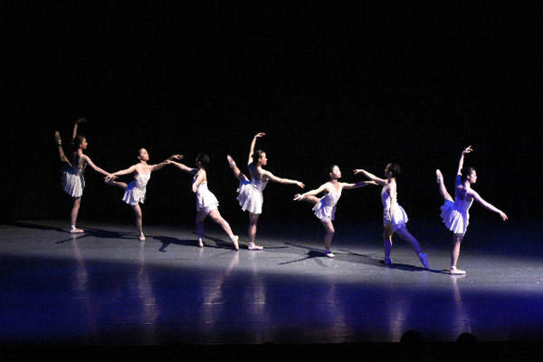 バレエスタジオ・エム・ドゥ『Symphony in G』 写真:むらはし和明