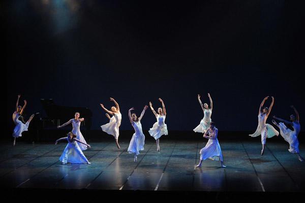 2010 テアトル・ド・バレエ カンパニー1st公演 市川透 振付『KIOKUの風』 撮影:岡村昌夫