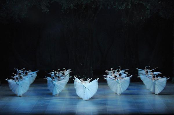 越智インターナショナルバレエ『ジゼル』 撮影:岡村昌夫(テス大阪)