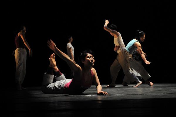 クリエイティブダンスフェスティバル2011 勝部ちこ構成・演出による一般参加者出演作品