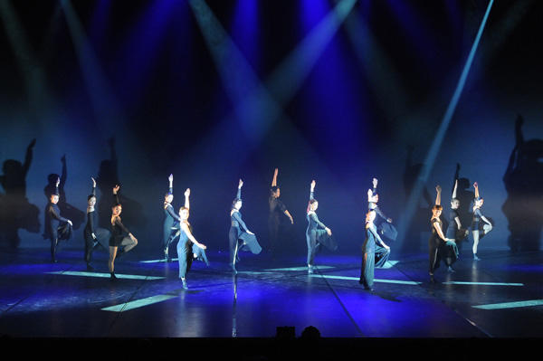 『3elements ~ 赤と白と黒の世界を踊る』 撮影:テス大阪