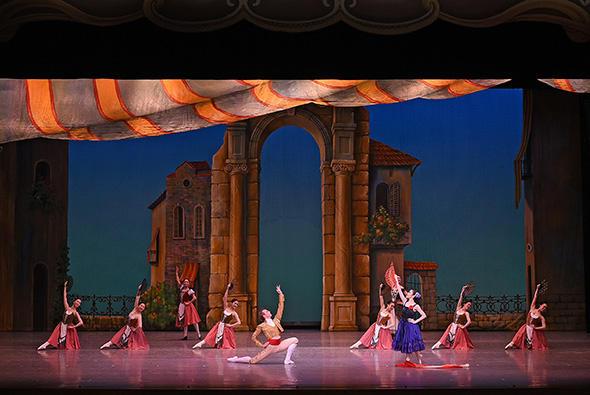 四日市・桑名アカデミィ公演「ドン・キホーテ」より エスパーダ:ワディム・ソロマハ、大道の踊り子:渡辺 梢